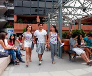 Freemoverina vaihto-opiskelu Peru Lima Universidad del Pacificossa. Yliopistoon ulkomaille. University Recruiting Agency.