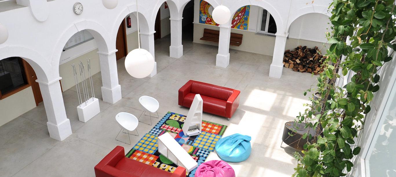 Opiskele muotisuunnittelua ja sisustusarkkitehtuuria espanjassa